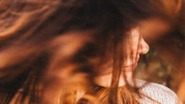 Comment raviver l'éclat d'une chevelure terne